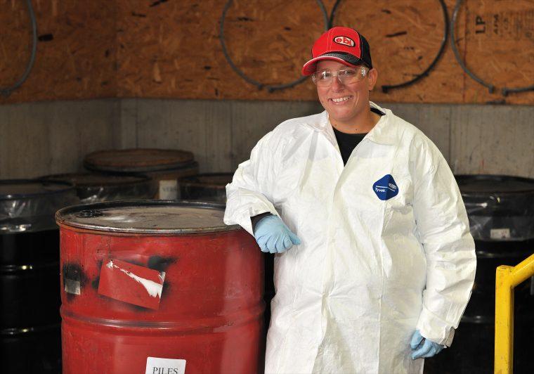Manœuvre dans le traitement des produits chimiques et les services d'utilité publique